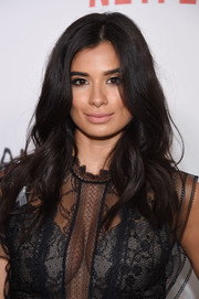 Diane Guerrero framed her beautiful face with an equally pretty wavy hairstyle for the New York premiere of 'Orange is the New Black.'
