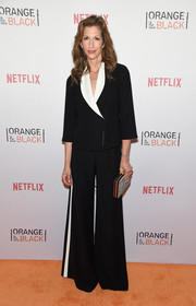 Alysia Reiner chose a black wide-leg pantsuit with white lapels and side stripes for the Orangecon fan event.