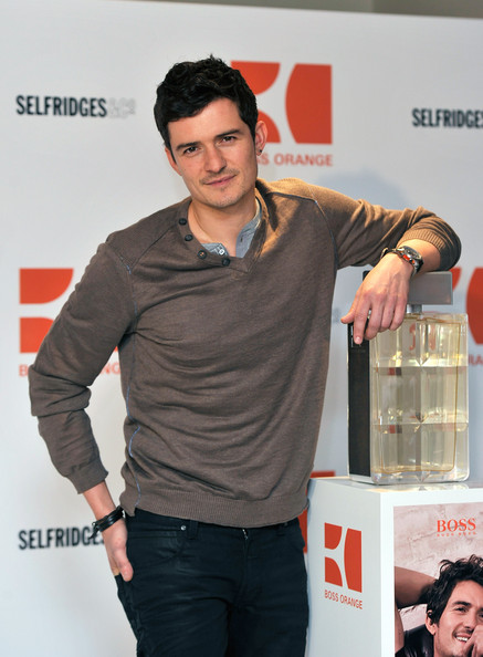 More Pics of Orlando Bloom V-neck Sweater (1 of 13) - Orlando Bloom Lookbook - StyleBistro
