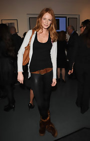 Olivia's oversized leather belt added some color and detail to her look.