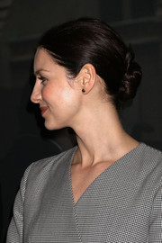 Caitriona Balfe styled her hair into a twisted bun for the 'Outlander' and Saks Fifth Avenue photocall.