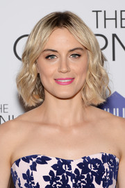 Taylor Schilling opted for a sweet beauty look with pink lipstick.