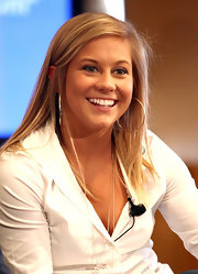 Shawn Johnson looked fresh and neat on the 'Today' show with her straight hair in a simple side-parted style.