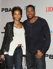 Nicole Murphy kept her casual look on trend with an au courant high-low hem top.