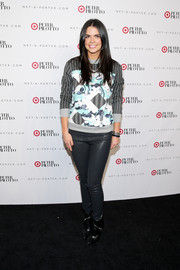 Katie Lee finished off her look with a pair of black ankle boots featuring diagonal zipper detailing.