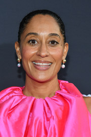 Tracee Ellis Ross finished off her look with a pair of pearl drop earrings by Retrouvaí.