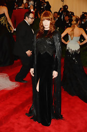 Florence Welch looked totally rockin' in this black evening gown that featured a beaded bodice and fringed sleeves.