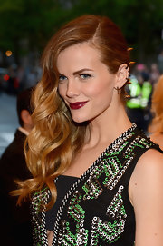 Brooklyn Decker showed off her spiked hair accessories with this deep side part.