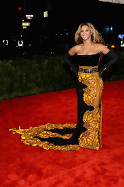 Beyonce looked totally regal in this strapless dress that had a croc-paneled corset, damask-printed detailing and a flowing train.