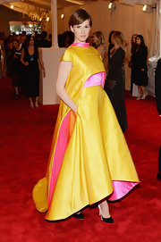 Elettra showed she wasn't afraid of a little color when she donned this yellow and pink asymmetrical gown.