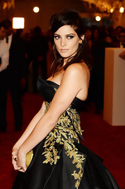 A half up, half down 'do gave Ashley Greene a cool mix of edgy and classy on the red carpet.