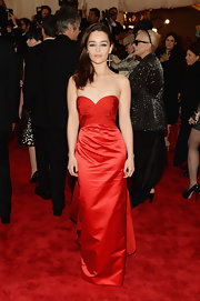 Emilia Clarke opted for a more classic and chic look at the Met Gala red carpet when she chose this sweetheart gown.