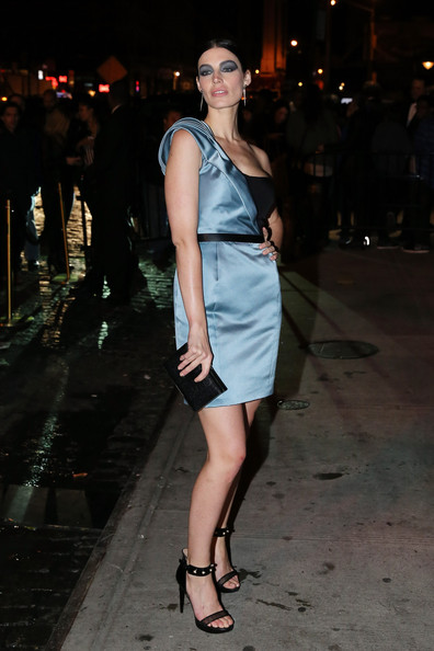 More Pics of Jessica Pare One Shoulder Dress (2 of 3) - Jessica Pare Lookbook - StyleBistro