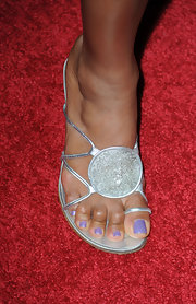 Eva la Rue showed off a cool pair of silver sandals while hitting a Hollywood event.