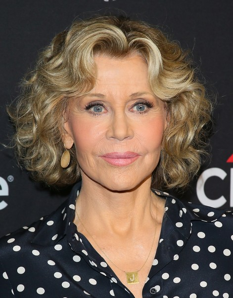 Jane Fonda was stylishly coiffed with this curled-out bob at the 2019 PaleyFest LA.