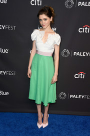Natalia Dyer amped up the sweetness with a pair of scalloped pink pumps by Christian Louboutin.