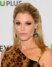 Julie Bowen swept on rich chocolate and warm taupe shades of eye shadow to create her intense look for PaleyFest 2012.