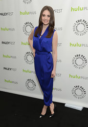 Alison Brie complemented her jumpsuit with a classic pair of black and silver cap-toe pumps at the 2013 PaleyFest.