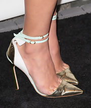Olivia Munn opted for a modern and sleek look at The Paley Center when she chose white and gold pumps.