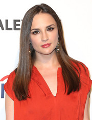 Rachael Leigh Cook wore her hair sleek straight with a center part during PaleyFest.
