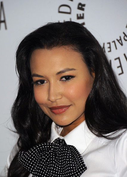 Naya Rivera knows how to draw attention to her alluring look. The actress completed her sparkling nude gloss and bronzed cheek with high impact lashes.