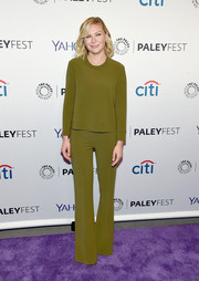 Kirsten Dunst was in plain Jane mode in a long-sleeve olive-green top when she attended PaleyFest New York 2015.