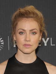 Amanda Schull styled her hair into a messy updo for PaleyLive LA.