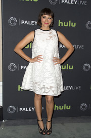 Rashida Jones kept it cute all the way down to her black Monique Lhuillier lace peep-toes.