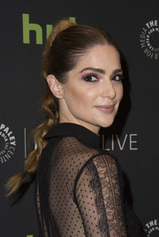 Janet Montgomery looked cute and romantic wearing this braid at the 'Salem' season 3 premiere.