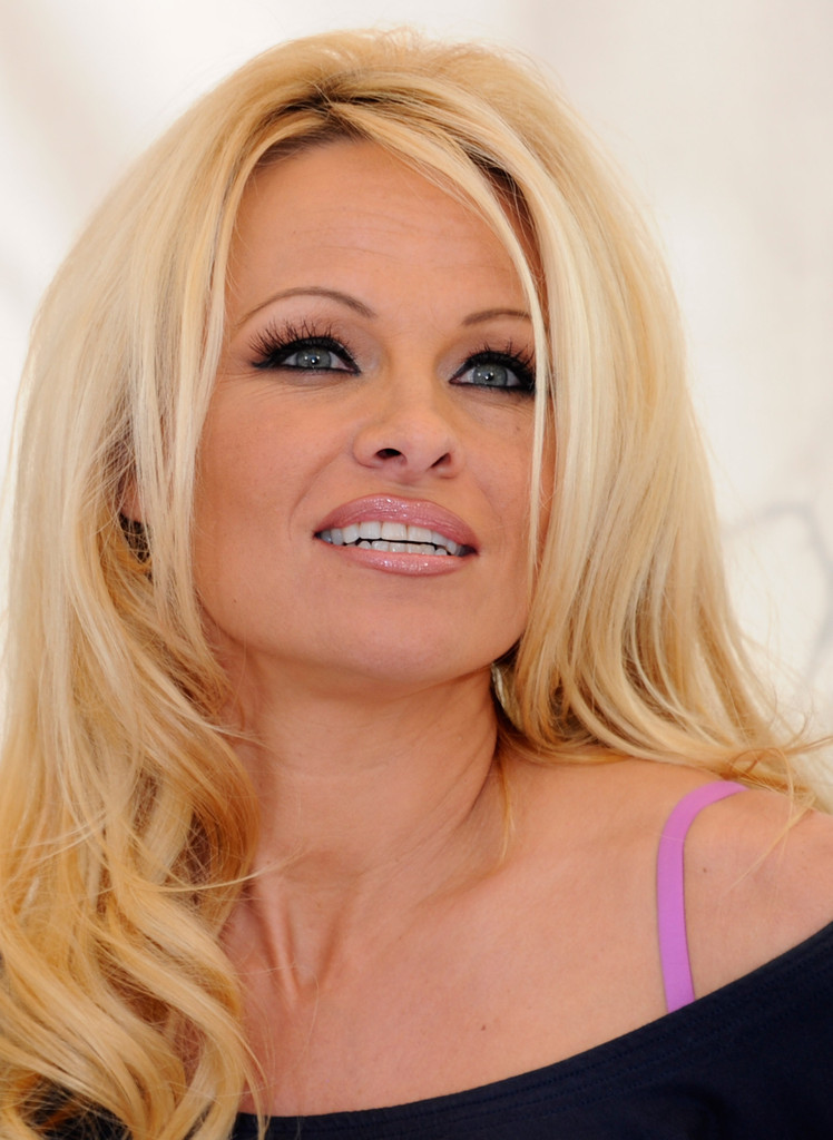 More Pics Of Pamela Anderson Red Lipstick 31 Of 59