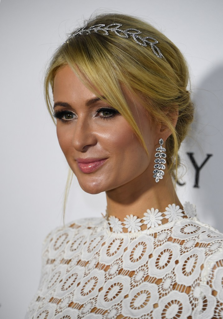 Paris Hilton Loose Bun - Paris Hilton Looks - StyleBistro Paris Hilton