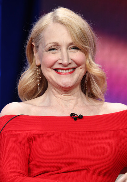 Patricia Clarkson Retro Hairstyle [sharp objects,hair,facial expression,blond,beauty,human hair color,smile,hairstyle,lady,chin,shoulder,patricia clarkson,beverly hills,california,the beverly hilton hotelon,tca,hbo,press tour,portion,summer 2018 tca press tour]