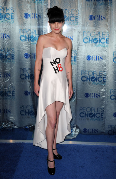 Pauley Perrette Strapless Dress [clothing,dress,fashion model,fashion,shoulder,cocktail dress,leg,hairstyle,haute couture,footwear,arrivals,pauley perrette,peoples choice awards,california,los angeles,nokia theatre l.a. live]