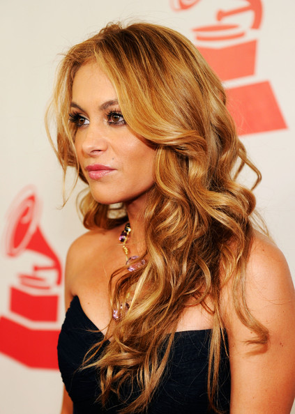 Paulina Rubio Long Wavy Cut