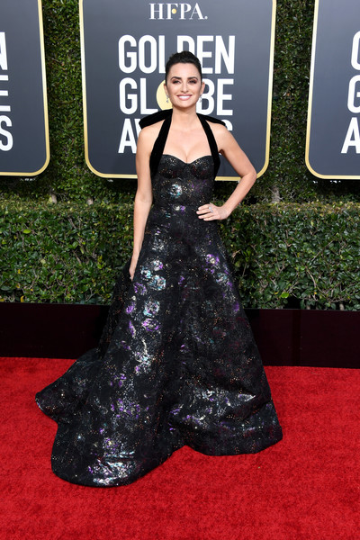 Penelope Cruz Halter Dress [red carpet,carpet,dress,clothing,fashion,premiere,flooring,fashion model,gown,haute couture,arrivals,pen\u00e3,cruz,beverly hills,california,the beverly hilton hotel,golden globe awards]