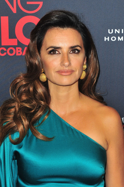 Penelope Cruz Long Curls [hair,shoulder,hairstyle,eyebrow,beauty,chin,long hair,black hair,joint,premiere,loving pablo special screening - arrivals,penelope cruz,west hollywood,california,home entertainment content group,universal pictures,the london west hollywood,loving pablo special screening]