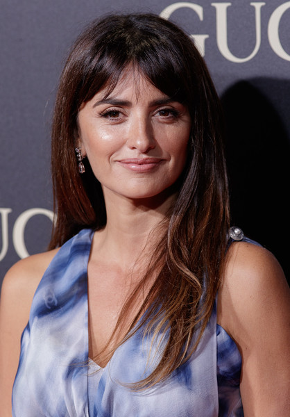 Penelope Cruz Long Straight Cut with Bangs [hair,beauty,hairstyle,fashion model,chin,long hair,girl,brown hair,bangs,black hair,vanity fair personality of the year,personality of the year,personaje del ano awards,madrid,spain,royal theatre,penelope cruz]