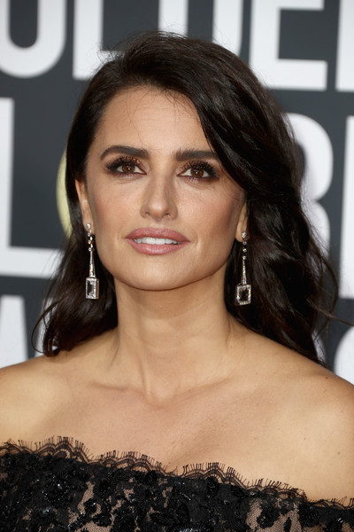 Penelope Cruz Long Wavy Cut [hair,face,hairstyle,eyebrow,beauty,lip,shoulder,black hair,chin,brown hair,arrivals,penelope cruz,the beverly hilton hotel,beverly hills,california,golden globe awards,the 75th annual golden globe awards]