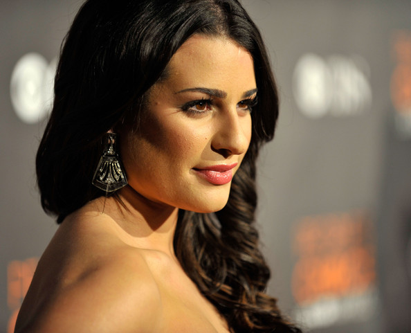 More Pics of Lea Michele Sterling Dangle Earrings (1 of 7) - Lea Michele Lookbook - StyleBistro [hair,face,lip,eyebrow,hairstyle,beauty,chin,black hair,skin,lady,lea michele,peoples choice awards,california,los angeles,nokia theatre l.a. live,red carpet]