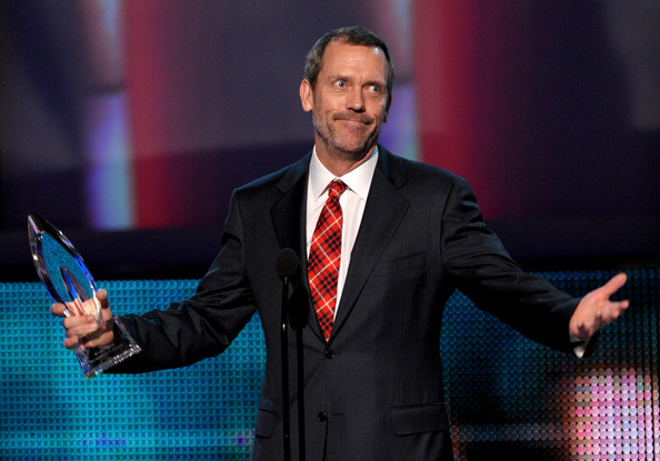 Hugh wears a red plaid tie to the 2010 People's Choice Awards.