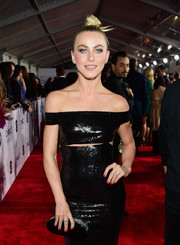 Julianne Hough paired an Edie Parker oval clutch with a Kaufmanfranco sequin gown for the People's Choice Awards.