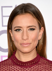 Renee Bargh sported a simple straight cut at the 2017 People's Choice Awards.