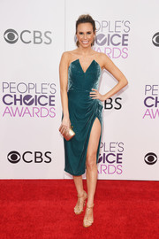 Keltie Knight opted for a strapless teal dress with an angular neckline and a high slit for her 2017 People's Choice Awards look.