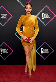 Amber Stevens West chose a mustard velvet cocktail dress with a high-low hem for the 2018 People's Choice Awards.