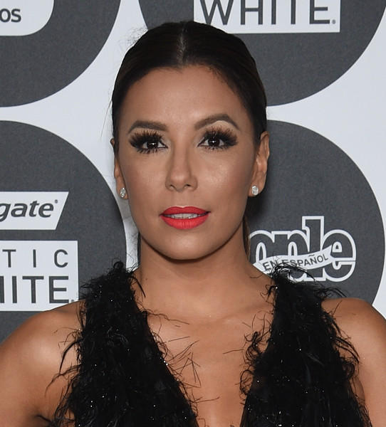 Eva Longoria's bright red lipstick totally popped against her olive complexion.
