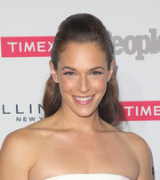 Amanda Righetti looked glam in earrings and a ring from Anne Sisteron.