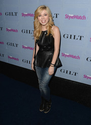Jennette McCurdy paired washed-out skinny jeans with a leather top for an edgy finish at the People StyleWatch Denim Awards.