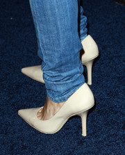 Emmanuelle Chriqui chose nude pointy pumps to complete her casual-elegant look during the People StyleWatch Denim Awards.