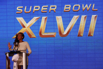 Beyonce's Deep Side Part at the Super Bowl Press Conference