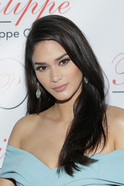 Pia Wurtzbach framed her gorgeous face with this loose side-parted 'do for the Philippe Chow Golden Revolution event.